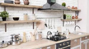 Aprenda a arrumar sua cozinha com 5 itens de organização