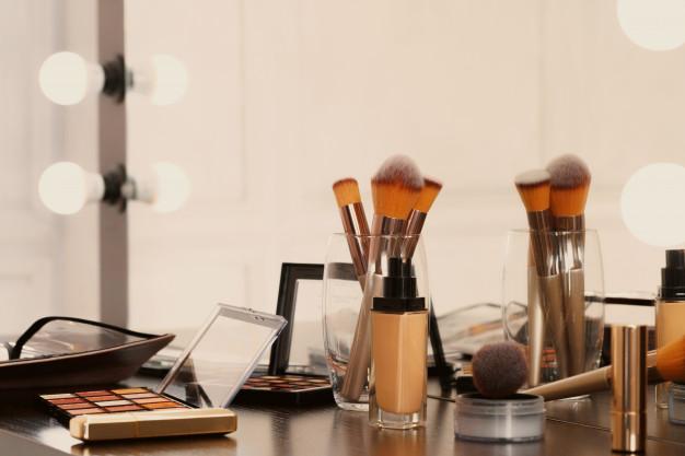 Pinceis de maquiagem organizados